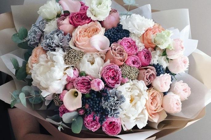 Поздравления и подарки к 8 марта